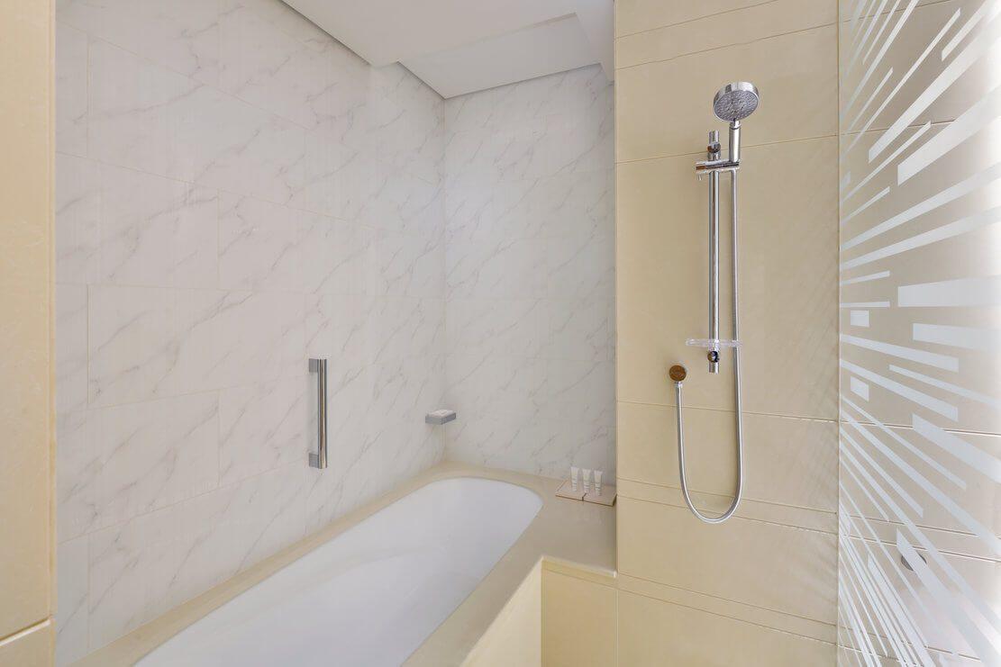 迪拜码头皇冠酒店客房浴室浴缸